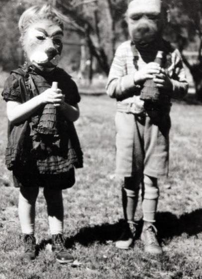 Creepy Halloween Costumes from bewteen 1930's - 1940's (4)