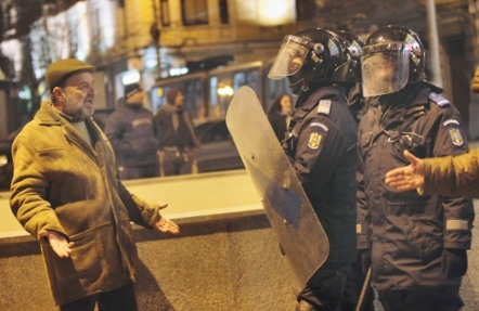 00-01c-romanian-protests-16-01-12