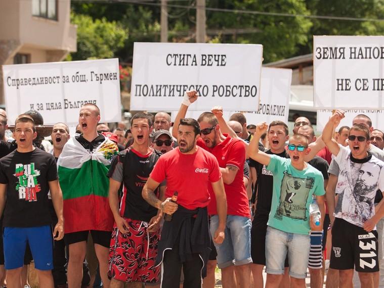 r-1024-768-gyrmen-protest