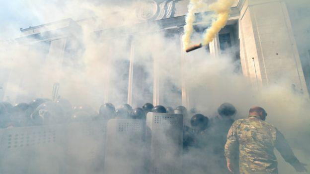 150831130213_rada_parliament_clashes_2_640x360_afp_nocredit