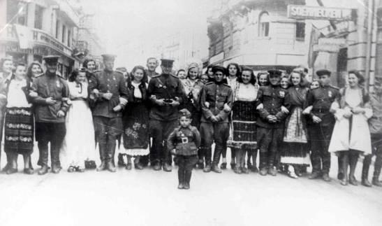 gradjani-i-vojnici-i-oficiri-Crvene-armije-Knez-Mihajlova