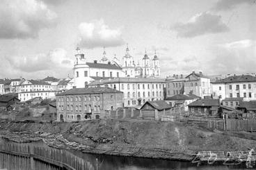 η εκκλησία της αναστάσεως και η τοπική δούμα στο Βιτέμπσκ το 1909