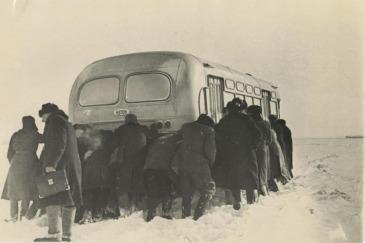λεωφορείο με μετανάστες για τη Λευκορωσία το 1954