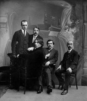Ο ζωγράφος Καζιμίρ Μάλεβιτς με φίλους στην Α.Πετρούπολη το 1913.