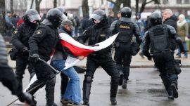 η παλιά λευκορώσικη σημαία πριν τον Λουκασένκο, σήμερα σύμβολο της φιλελεύθερης αντιπολίτευσης