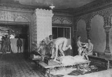 Τα μπάνια της Μόσχας:εδω ηταν μια απο τις βασικές και πιο ασφαλείς ζώνες συνάντησης των gay ανδρών της εποχης.