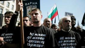 """Από τις πορείες του 2015: Οι μπλούζες των μελών του κόμματος ατάκα γράφουν """"δεν θέλω να ζήσω σε τσιγγάνικο κράτος"""""""
