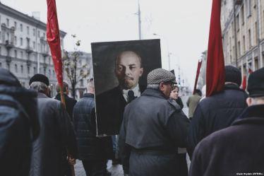 πορτρέτο του Λένιν σε πορεία για τα 100 χρόνια από την επανάσταση του 1917