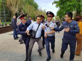 δεκάδες άνθρωποι συλλαμβάνονται σε πορείες το 2018 στο Καζακστάν ενάντια στις πολιτικές φυλακίσεις