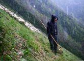 Βοσκός στα βουνά Τουσένι της Γεωργίας, ένα από τα πιο αφιλόξενα μέρη στον Καύκασο