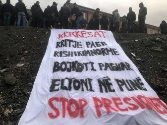 Τα αιτήματά μας: Αύξηση μιθσών, μείωση του φόρτου εργασίας, πληρωμένη απεργία, επαναπρόσληψη του Elton Debreshi, σταματήστε τους εκβιασμούς